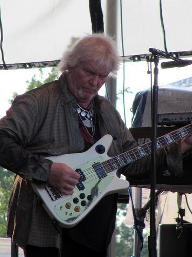 Chris Squire playing bass