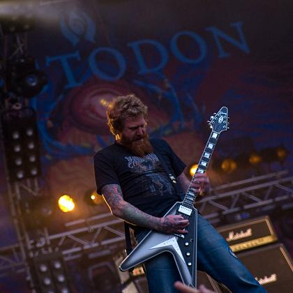 Brent Hinds playing guitar
