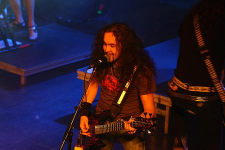 Frederic on bass with Dragonforce