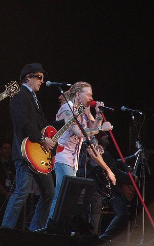 Izzy on guitar live with Guns N Roses