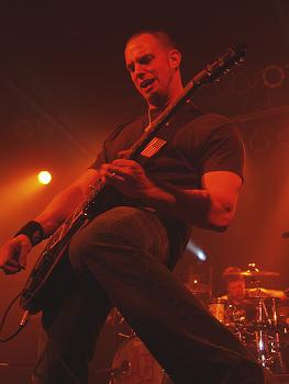 Mark Tremonti playing guitar