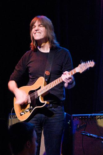 Mike Stern playing guitar