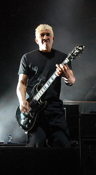 Pat Smear playing guitar live on stage
