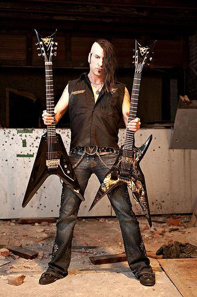 Virus with his guitars