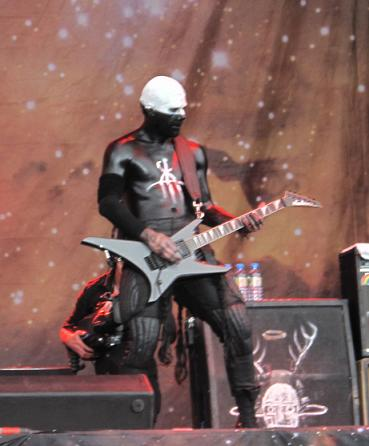 Wes Borland playing guitar