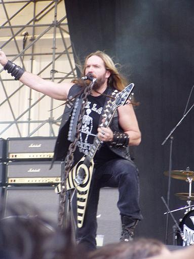 Zakk Wylde playing guitar